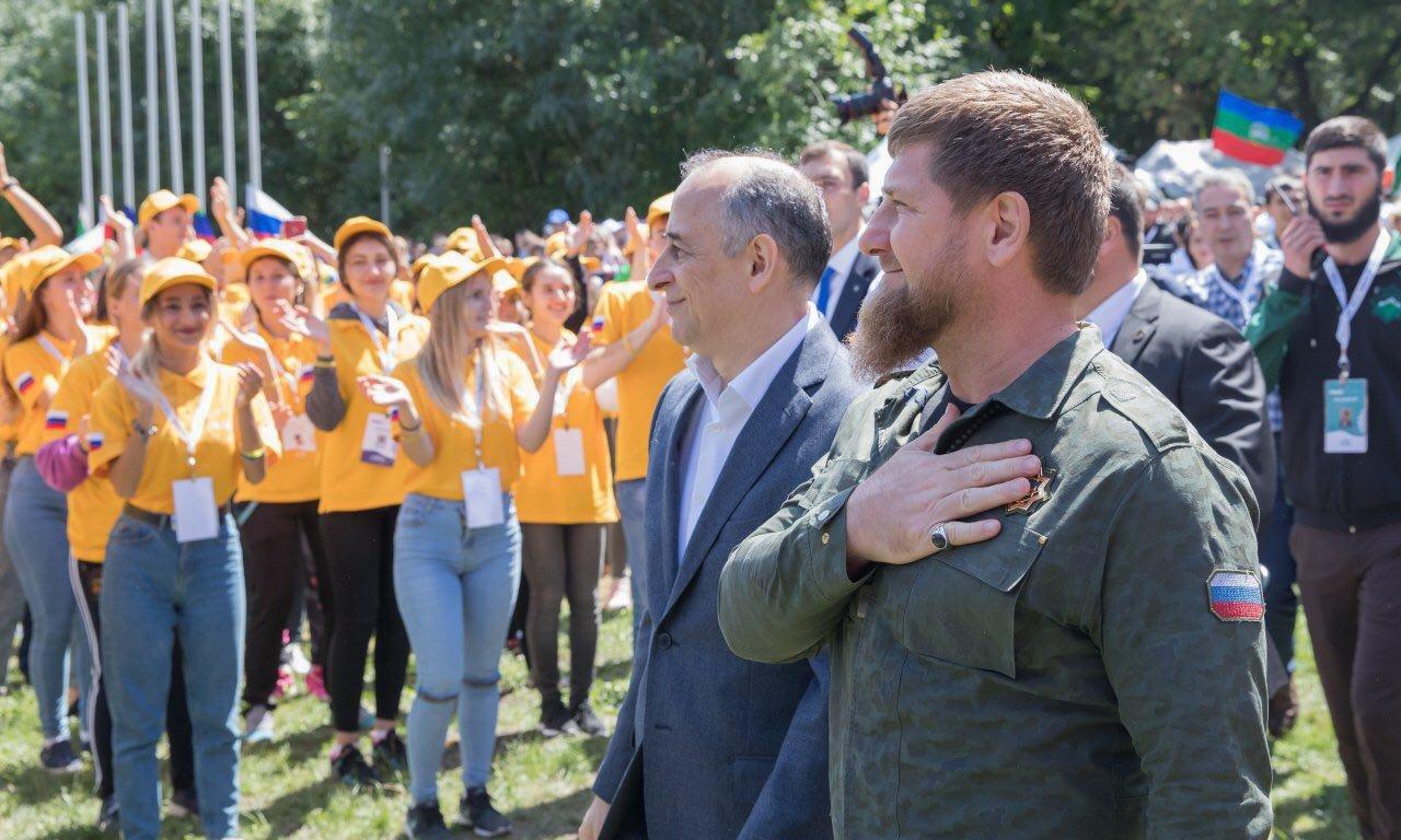 мужчины поздравление с днем молодежи главы чечни хекилаева тоже отправилась